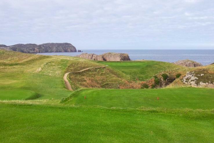 The amazing 6th hole at Cruit Island.
