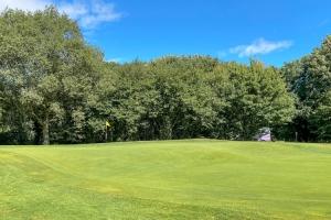 The 8th Green at Huntercombe Golf Club.