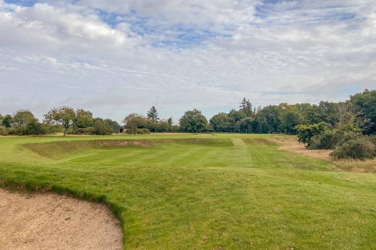 The second hole quarry at Denham Golf Club.