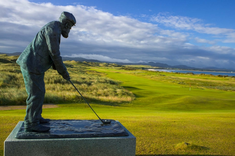 A bronze staute of Old Tom Morris at the Rosapenna Old Tom Morris Links.