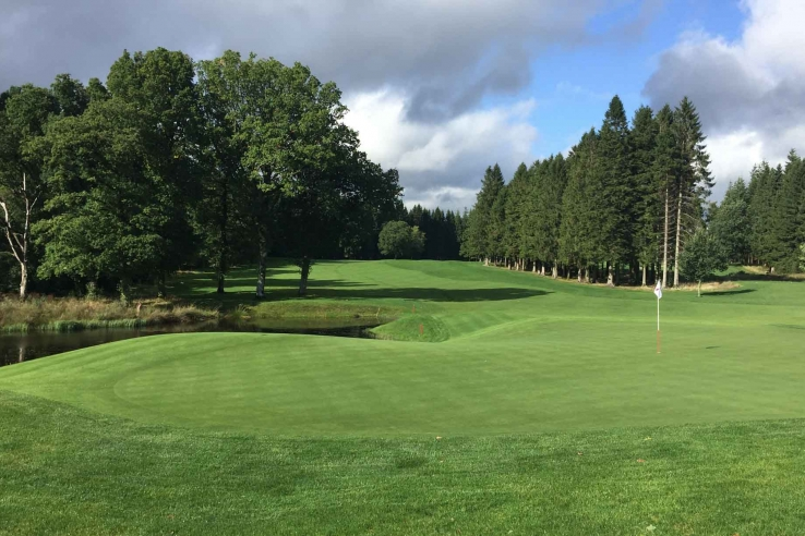 The organic green contours are superb at Loch Lomond Golf Course.