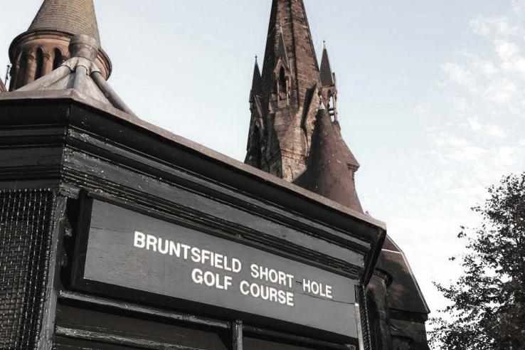 The starters hut at Bruntsfield Links Short Hole Golf Club.