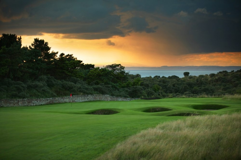 The downhill 2nd hole with boundary wall at Muirfield.