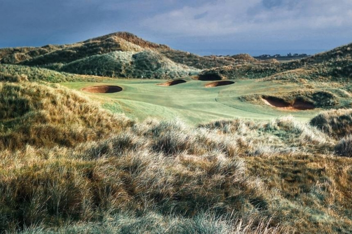 The golf gifts guide from Evalu18 includes this photo of Doonbeg by Kevin Murray.